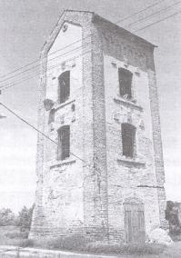 Zachovalá časť bývalého liehovaru a rafinérie na samote Enyed