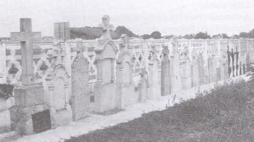 Prenesené staré náhrobné kamene v cintoríne